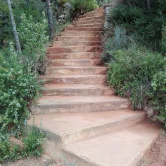 L'escala de Montse (accés a la pista forestal)