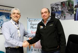 Pedro Tamarit (Izda.) y Carles Ferrís (dcha.) celebran la firma del Convenio